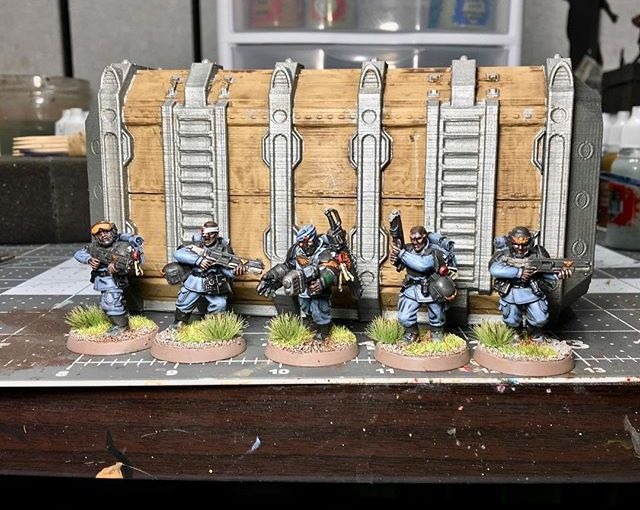 Some more progress. Fatigues still need highlights, and so does the armor. Container needs to be washed. Slow and steady.