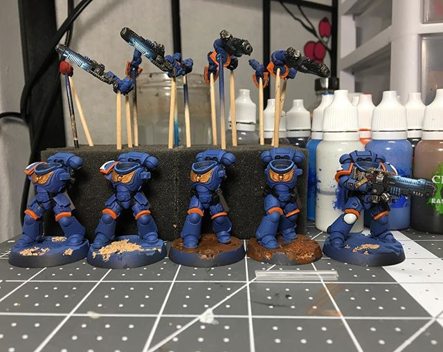 Little more progress on these guys, painted the orange 🍊 Paldrons and began doing shades in the crevices.